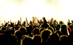 bg_crowd